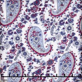Tissu viscose blanche à motif paisley beaujolais et bleu | pretty mercerie | mercerie en ligne