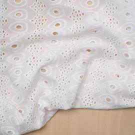 Tissu coton brodé blanc à motif paon | pretty Mercerie | mercerie en ligne