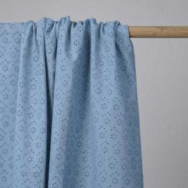 Tissu coton brodé bleu ciel à motif petite fleur ajouré | Pretty Mercerie | Mercerie en ligne