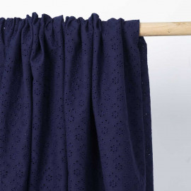 Tissu coton brodé bleu marine à motif petite fleur ajouré   Pretty Mercerie   mercerie en ligne