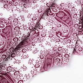 Tissu viscose blanc cassé à motif paisley bohème bordeaux | Pretty Mercerie | Mercerie en ligne